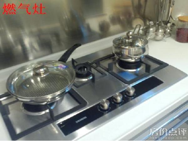 交付标准 配置 品牌 材质/ 方式 厨房 抽油烟机 西门子 - 燃气灶